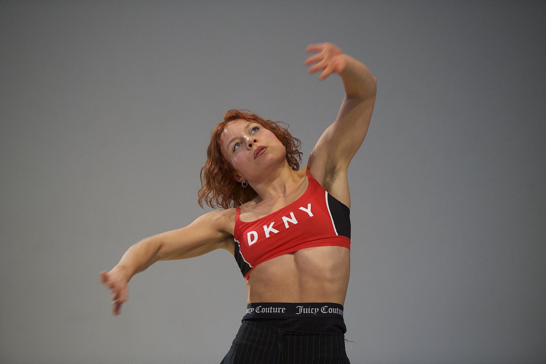 Künstlerin während Tanz